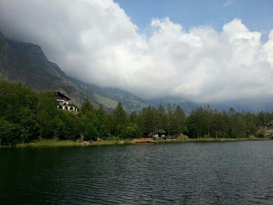 vista chalet dal lago