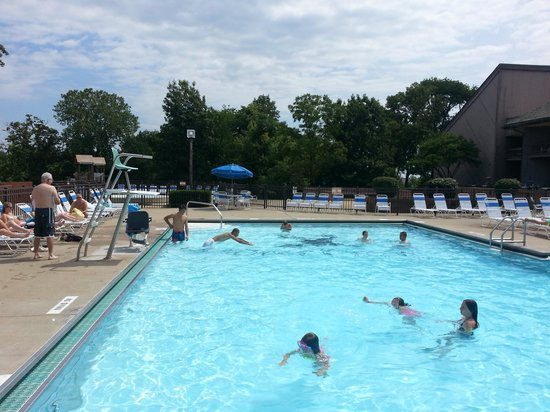 Deer Creek Lodge and Conference Center: outdoor pool
