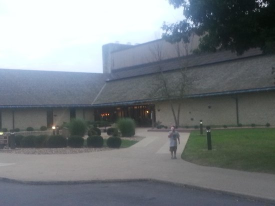 Deer Creek Lodge and Conference Center: Front of Lodge