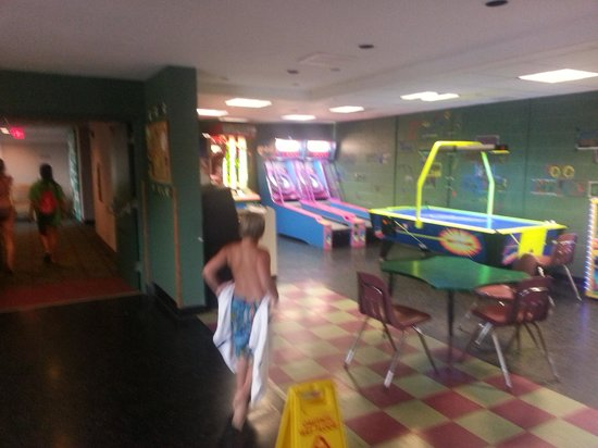 Deer Creek Lodge and Conference Center: Race to the Arcade!!!