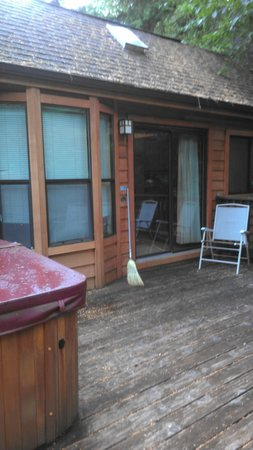 Mt Hood Village RV Resort: Entrance to cabin through deck