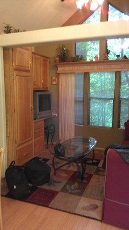 Mt Hood Village RV Resort: Shows dining, kitchen, loft to a couple beds, bath & bed - similar to walking into an RV