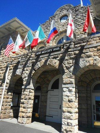 Sonoma Plaza: City Hall
