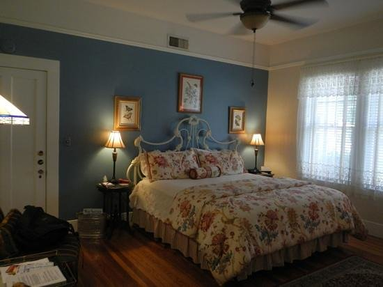 Magnolia House Bed and Breakfast: my room (Lili Marleen room)