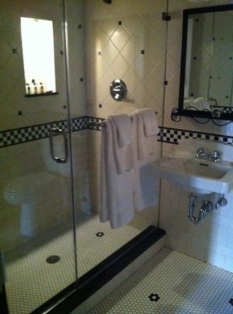 The French Quarters Guest Apartments: bathroom