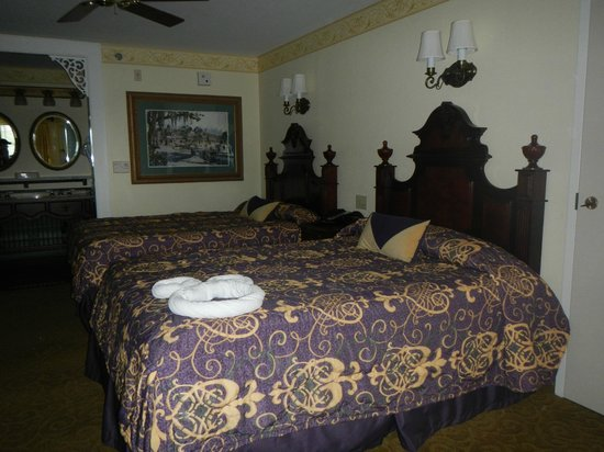 Disney's Port Orleans Resort - French Quarter : View of the room - two queen beds