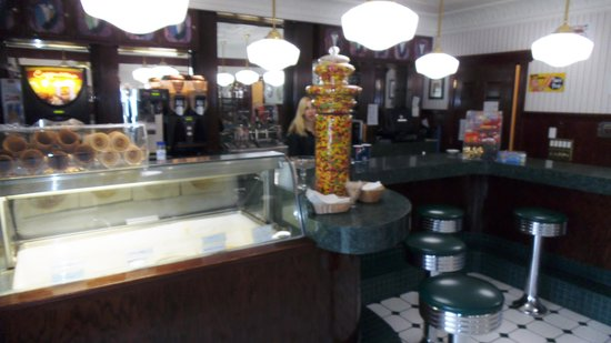 The Four Seasons Island Resort : Lillies Ice CreamParlor
