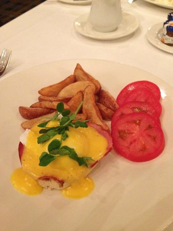 Fairmont Winnipeg: Eggs Benedict