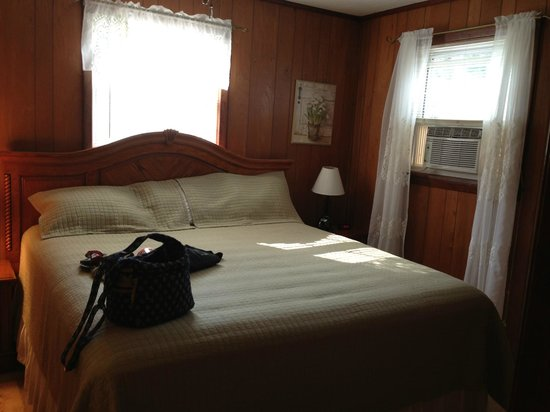 Creekside Cabins: King Bed downstairs