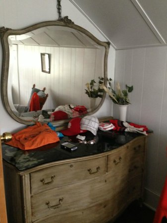 Creekside Cabins: Dresser in queen bedroom