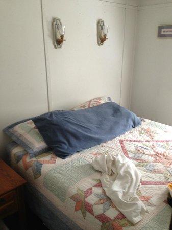 Creekside Cabins: Queen Bed upstairs