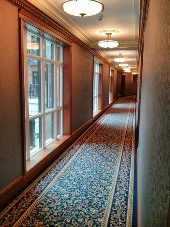 Oak Bay Beach Hotel: Hallway