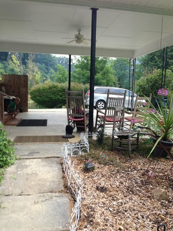 Creekside Cabins: Under carport
