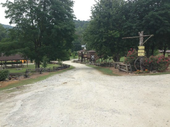 Creekside Cabins: Once you turn in at Deep Creek Campground and go around to house