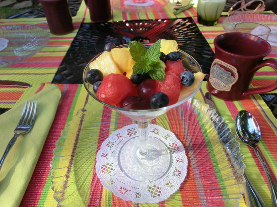 Brickhouse Inn Bed & Breakfast: Fresh Fruit Cup