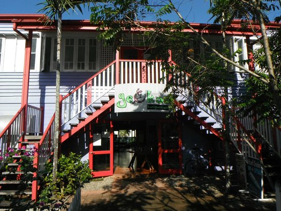 Gecko's Backpackers: Front of backpackers