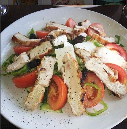 Christos Grill & Seafood : Horiatiki Salata (Village Salad with Chicken)