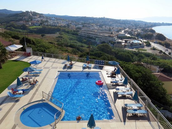 Renieris Hotel: View of the pool from most rooms