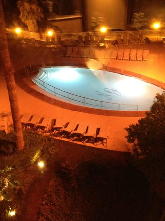 Golden Nugget Laughlin: Pool at night