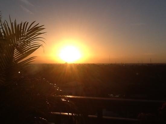 Seng Hout Hotel: levé de soleil depuis la terrasse