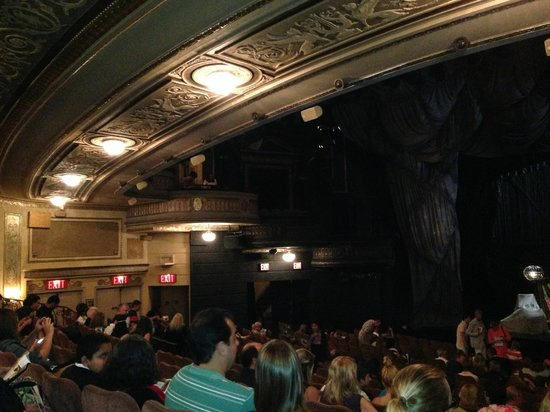 Ceiling of the mezzanine section viewed from orchestra foto di the phantom of the opera new - Mezzanine foto ...