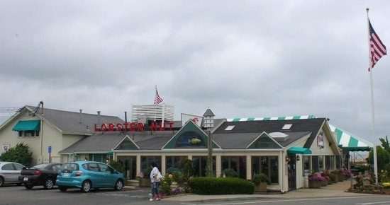Lobster Hut: another view of the outside