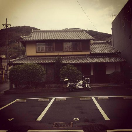 47 Ronin: A Japanese house by the mountain