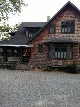 Whaleback Inn: The lobby and main building