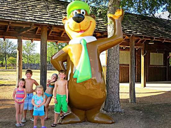 Jellystone Park Texas Wine Country Camping Resort: Yogi Bear