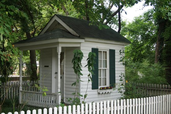Woodruff-Fontaine House: Doll House