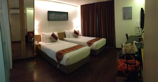 CityPoint Hotel: Twin bed room view