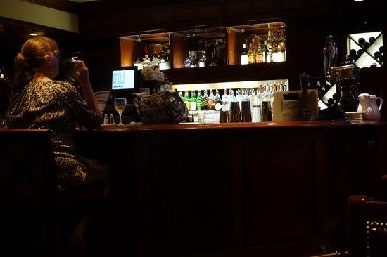 Molly Pitcher Inn: bar
