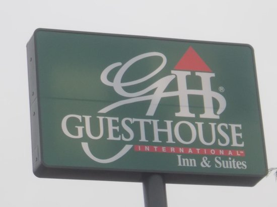 GuestHouse Inn & Suites Sutherlin: Right off I-5 and easy to get to
