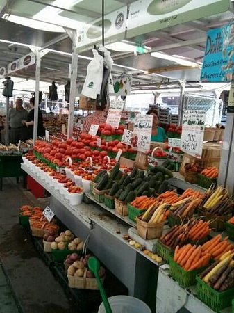 ByWard Market: Fresh fruits and veggies