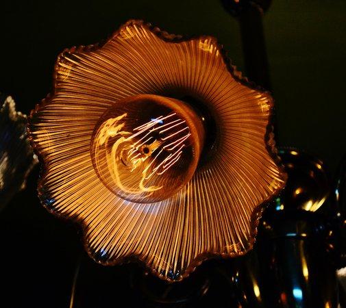 Pittock Mansion: lightbulbs in the chandelir, master bedroom