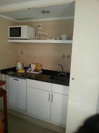 Loi Suites Arenales Hotel: Mini cozinha