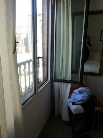 Loi Suites Arenales Hotel: Janela do quarto
