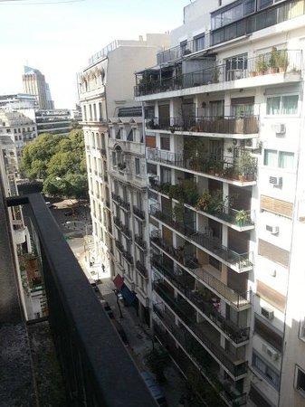 Loi Suites Arenales Hotel: Vista do quarto, do lado para a Plaza San Martin