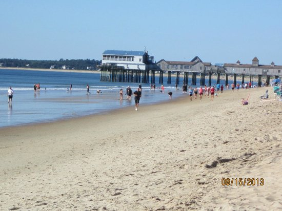 Normandie Oceanfront Motor Inn: Sur la plage, en face de l'hôtel