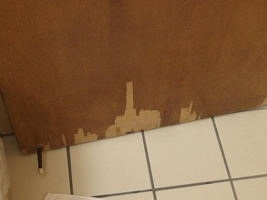 Holiday Inn Pigeon Forge : Bathroom door