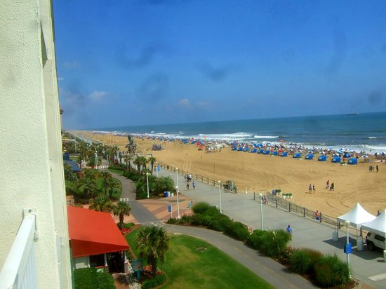 The Oceanfront Inn: Awsome view from the room.