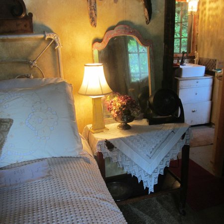 The Rosehill Manor: The bed, and view into the kitchenette.