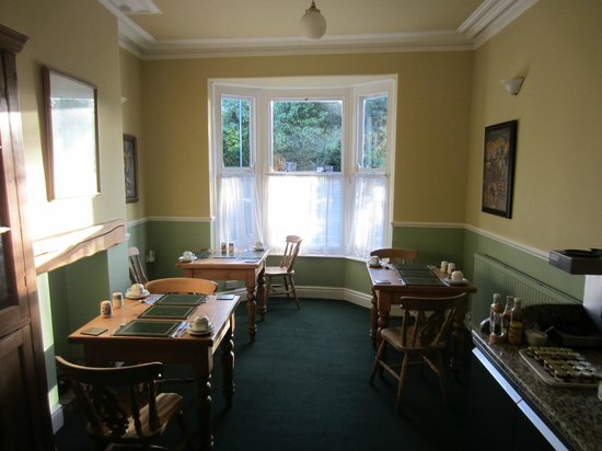 Newport Guest House: Dining area.