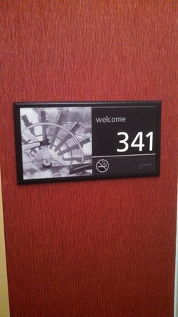 Hampton Inn Brookfield: Room marker- nice touch