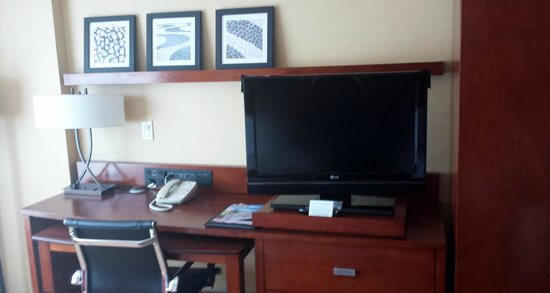 Courtyard San Diego Mission Valley/Hotel Circle : Ample sized tv