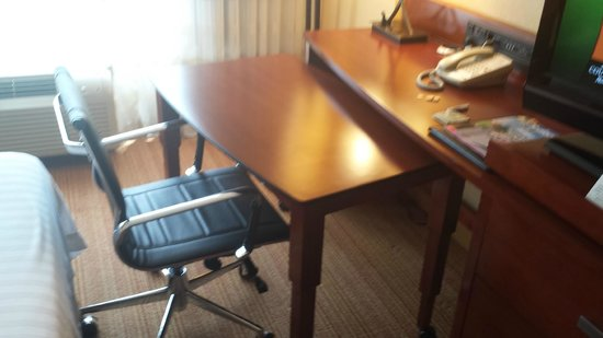 Courtyard San Diego Mission Valley/Hotel Circle : Pull out desk
