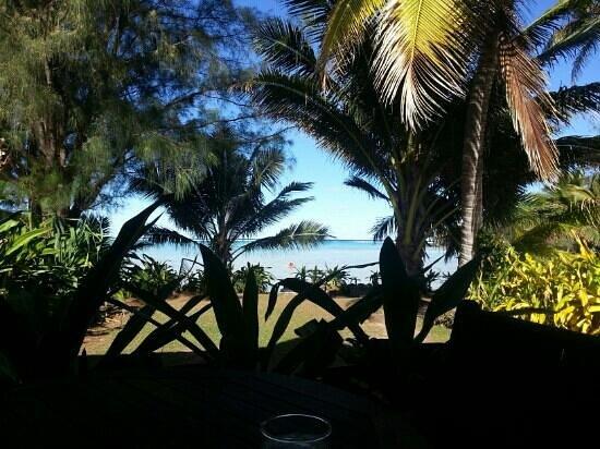 Muri Beach Resort: View from room deck to the lagoon