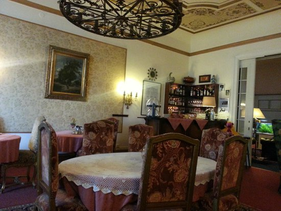 Askanischer Hof: Atmospheric dining room, full of memorabilia