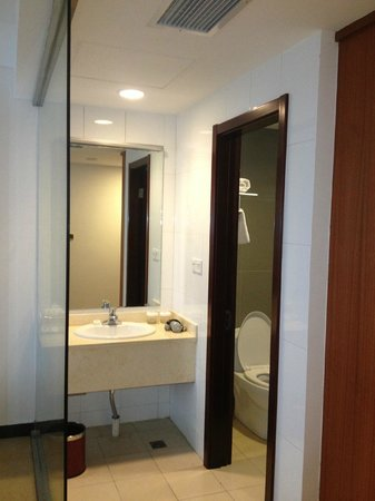 Manhao Hotel: Bathroom
