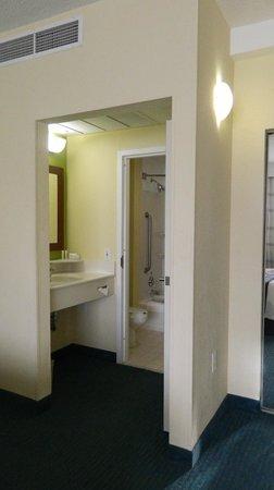 Courtyard Miami Beach South Beach: Bathroom